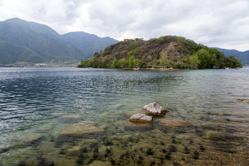 Barche Sul Chiaro Lago Fotografia Stock Libera da Diritti