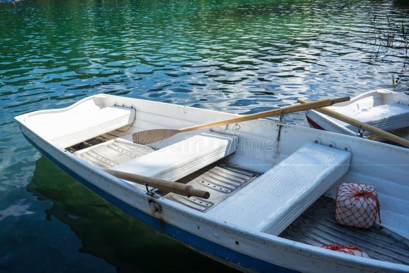 Barche sul lago di crestasee pronto per l'uso immagini stock