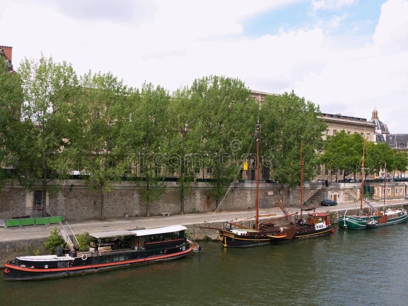Barche sul Seine fotografia stock libera da diritti