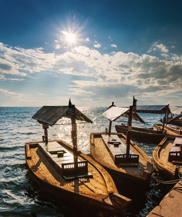Barche sull'insenatura della baia nel Dubai, UAE immagine stock libera da diritti