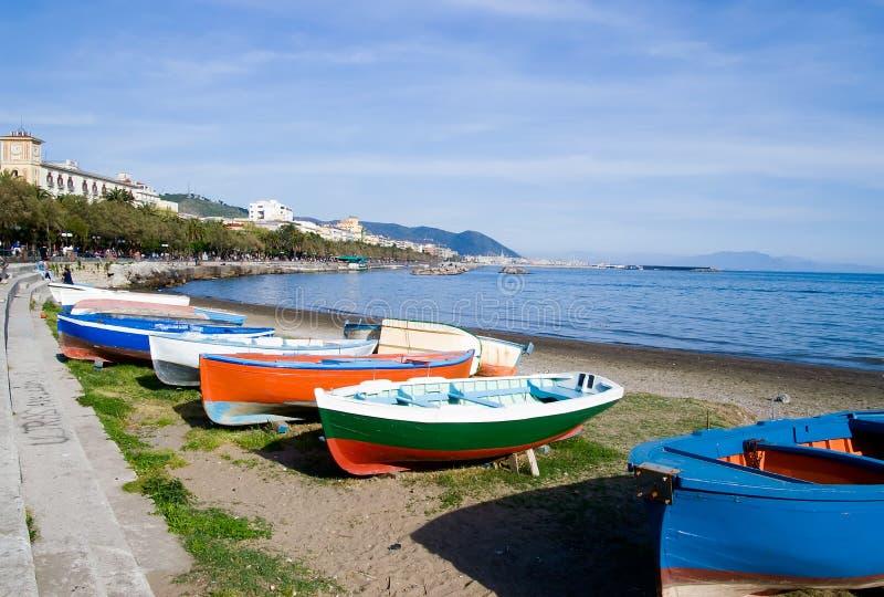 Barche sulla baia di Salerno fotografie stock