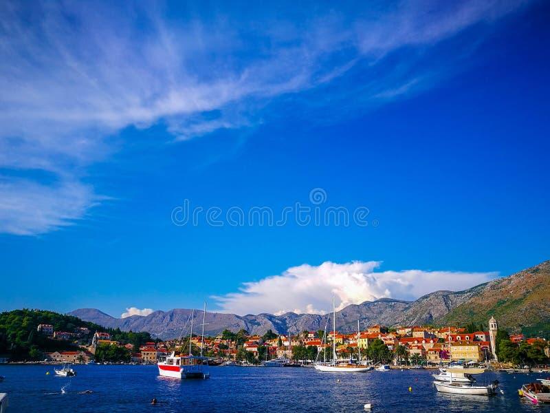 Barche sulla costa croata, Cavtat, Croazia fotografia stock