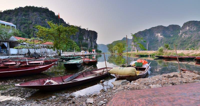 Barche Tam Coc Ninh Binh vietnam immagini stock libere da diritti