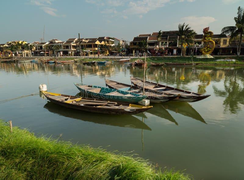 Barche tradizionali del Vietnam, città di Hoi An, Vietnam fotografia stock
