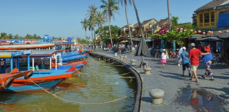 Barche turistiche Colourful su Hoi An River, Vietnam fotografia stock