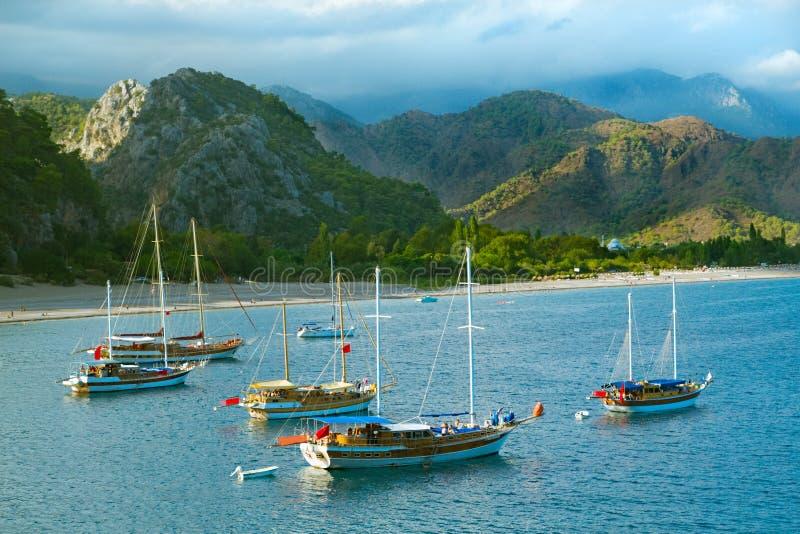 Download Barche A Vela Al Litorale Di Mare Fotografia Stock - Immagine di clima, recreational: 7304082