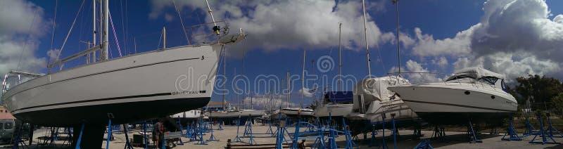 Barche a vela in cantiere navale immagine stock libera da diritti