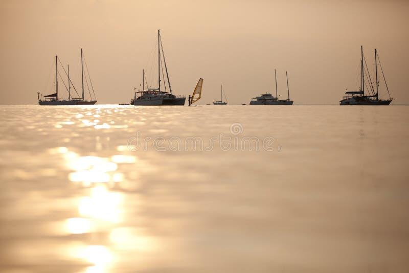 Barche a vela di tramonto fotografia stock