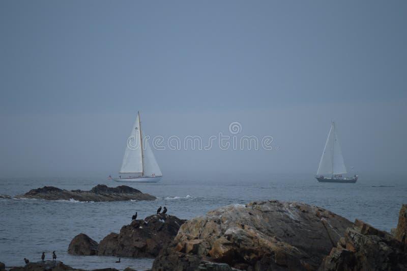 Barche a vela fuori da Ogunquit fotografie stock