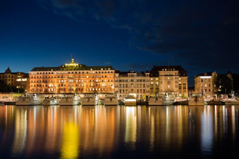 Barche a vela a lungomare del ` s di Stoccolma sweden 31 07 2016 fotografia stock