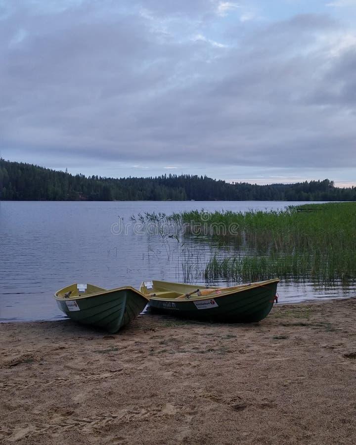 Barche vicino del lago fotografia stock