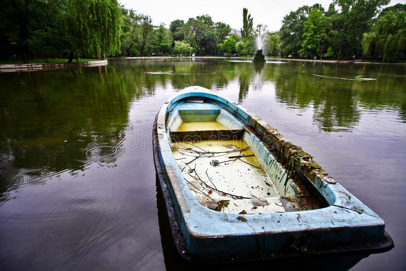 Barco abandonado imagem de stock
