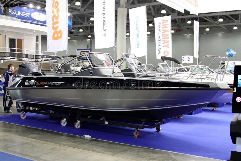 Barco Buster Super Magnum para a mostra do barco do International 10 em Mosco fotos de stock