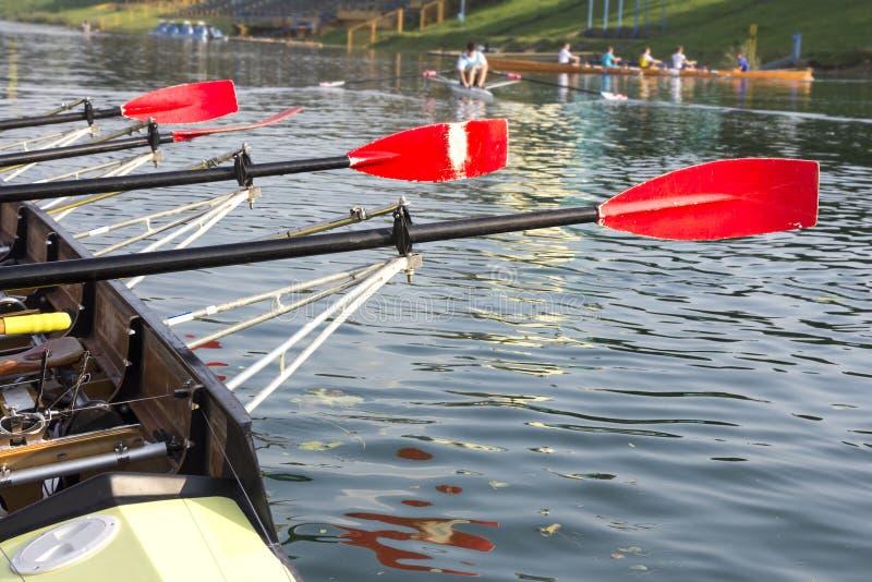 Barco con una paleta roja foto de archivo libre de regalías