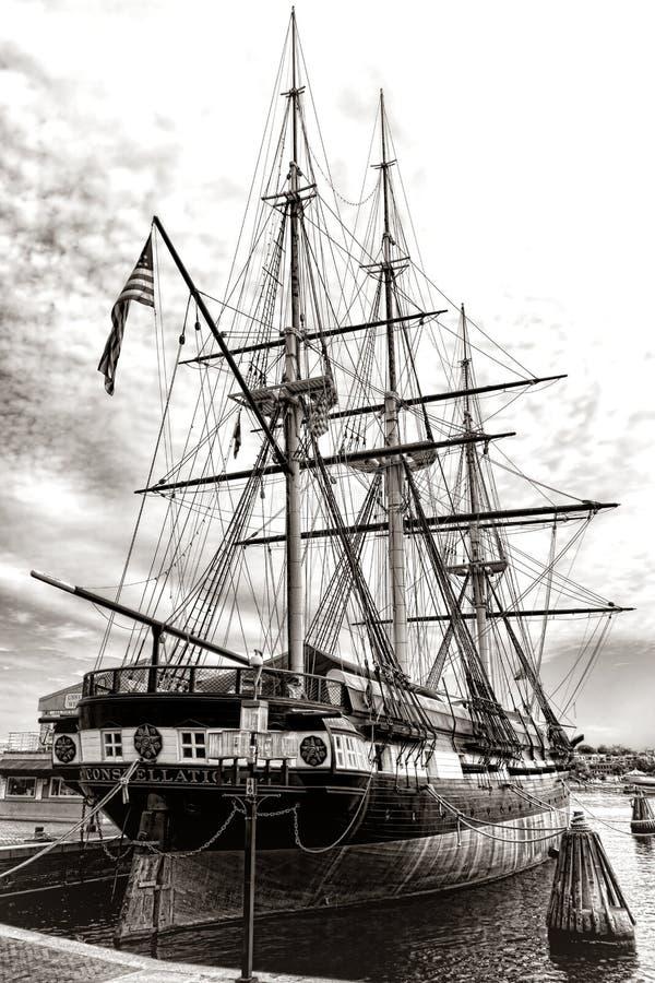 Barco da Armada velho histórico da fragata de USS Constellation fotos de stock