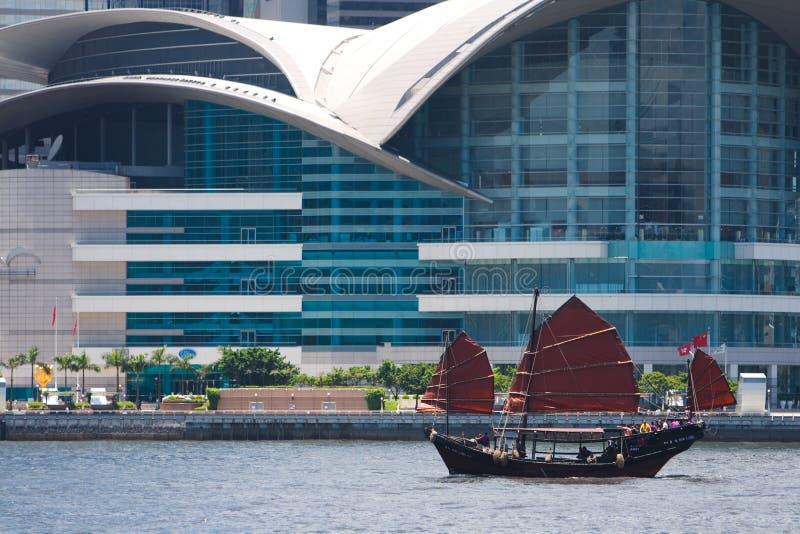 Barco da sucata que flutua em Hong Kong imagens de stock royalty free