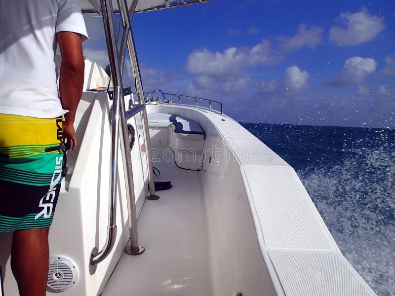 Barco da velocidade nos seychelles Ásia/África imagens de stock