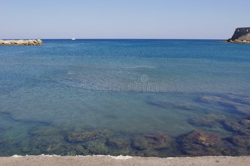 Barco da vista para o mar fotos de stock