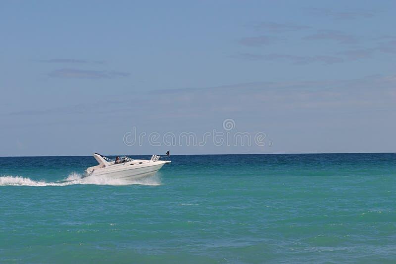 Download Barco de alta velocidade foto de stock. Imagem de fundo - 59914