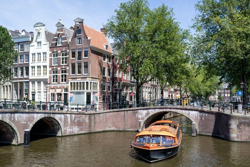 Barco de canal de Amsterdam BRUSELAS imagenes de archivo