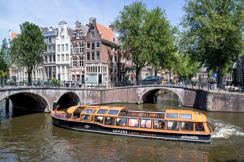 Barco de canal de Amsterdam BRUSELAS fotos de archivo libres de regalías