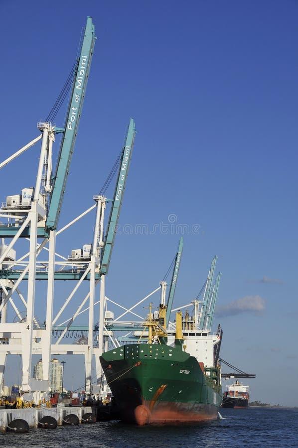 Barco de carga foto de stock