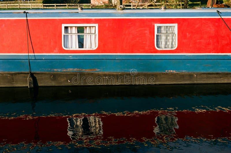 Barco de casa del canal en Inglaterra fotografía de archivo