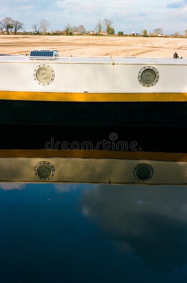 Barco de casa del canal en Inglaterra imágenes de archivo libres de regalías