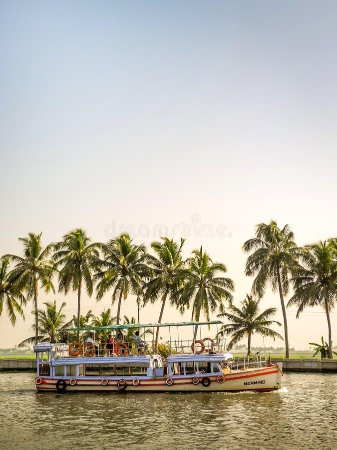 Barco de casa na água traseira, Alleppey, Kerala, Índia fotografia de stock royalty free
