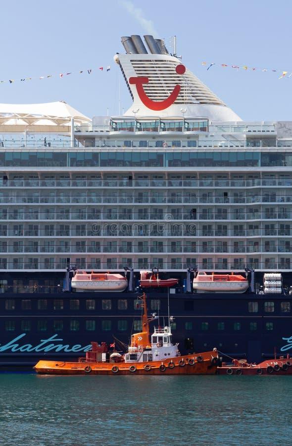 Barco de cruceros amarrado en Trieste imagen de archivo