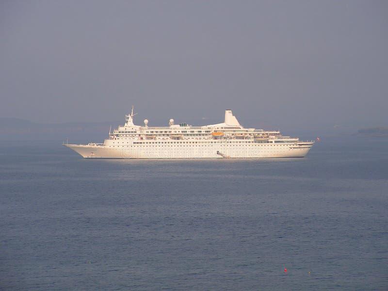 Barco de cruceros asegurado fotos de archivo