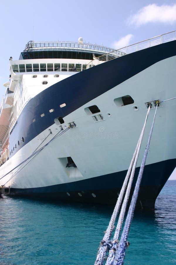 Barco de cruceros asegurado fotografía de archivo libre de regalías