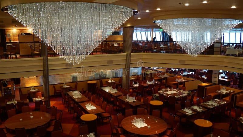 Download Barco De Cruceros De La Brisa Del Carnaval Fotografía editorial - Imagen de hermoso, clase: 64200547