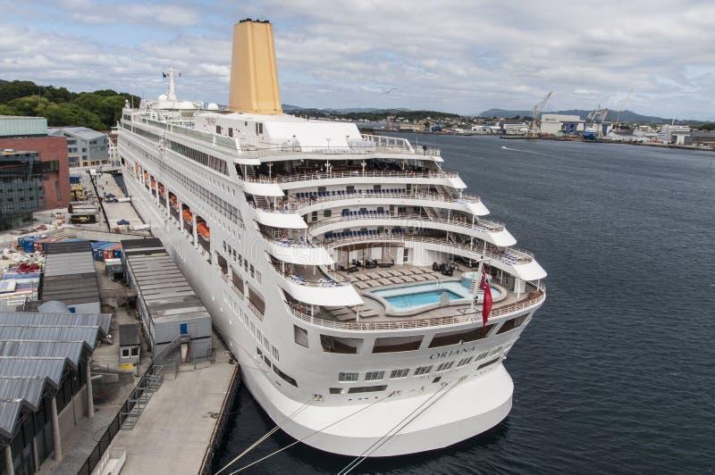 Barco De Cruceros De Oriana En Muelle Foto de archivo editorial