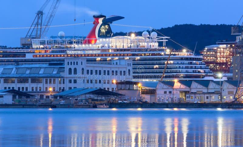 Barco de cruceros del carnaval en los astilleros de Monfalcone imagenes de archivo