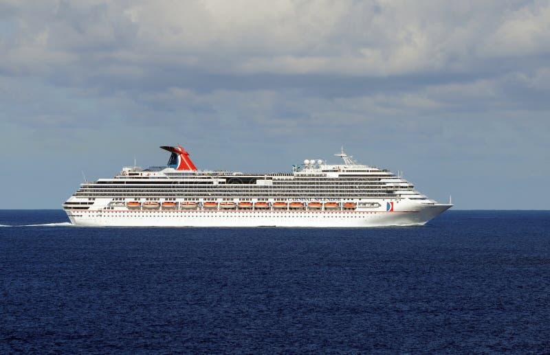 Barco de cruceros del esplendor del carnaval foto de archivo