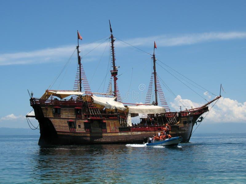 Barco de cruceros del pirata imagen de archivo libre de regalías