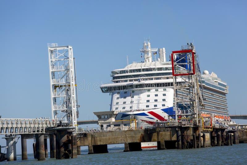 Barco de cruceros, el Britannia por P y travesías de O foto de archivo libre de regalías