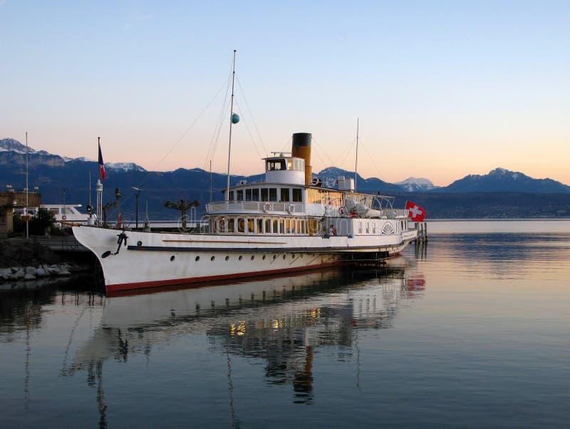Barco de cruceros en el lago Ginebra 02, Suiza foto de archivo