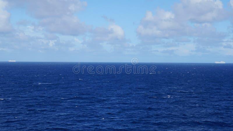Download Barco De Cruceros En El Océano Atlántico Imagen de archivo - Imagen de azul, motor: 64200515
