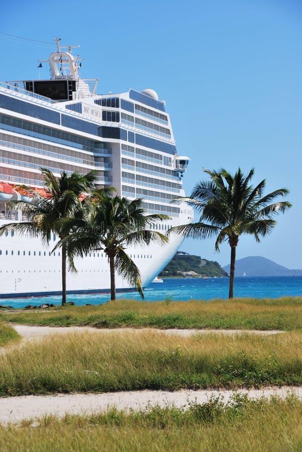 Barco de cruceros en el puerto de ciudad del camino, Tortola, British Virgin Islands fotos de archivo libres de regalías