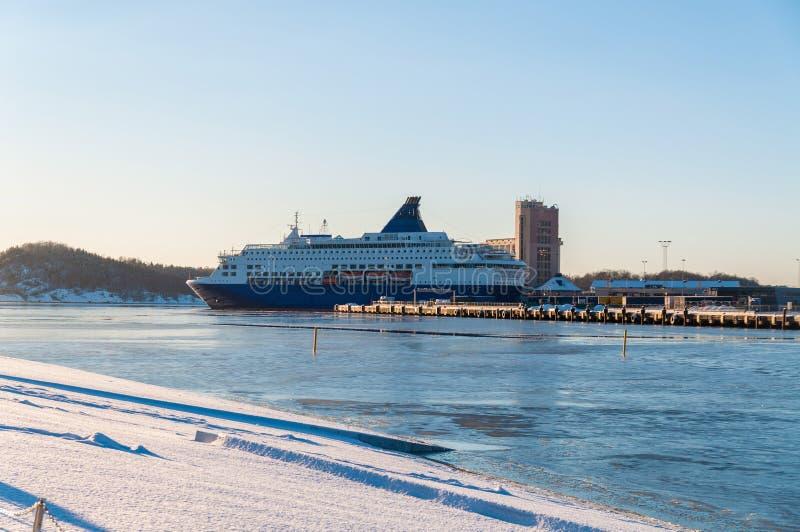 Barco de cruceros grande en el fiordo de Oslo, Noruega imágenes de archivo libres de regalías