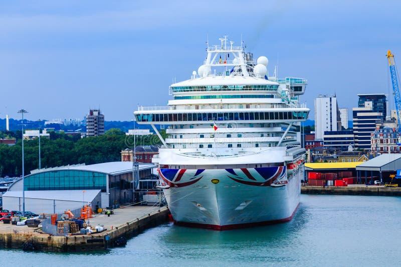 Barco de cruceros de PandO atracado en Southampton foto de archivo libre de regalías