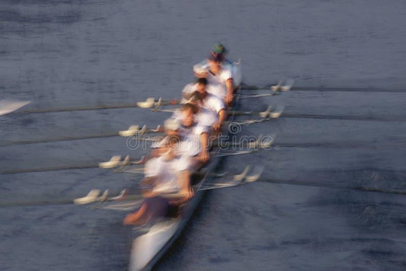 Barco de enfileiramento do grupo imagem de stock royalty free