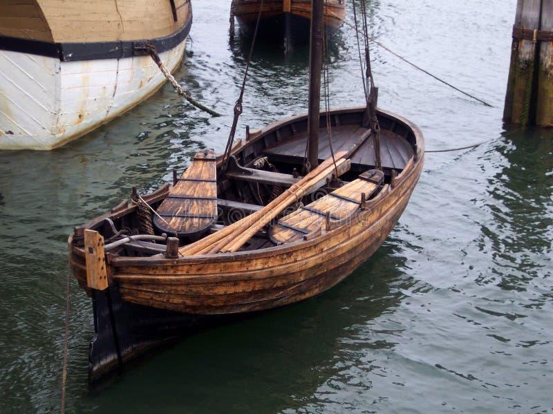 Barco de fila de la vendimia. fotos de archivo