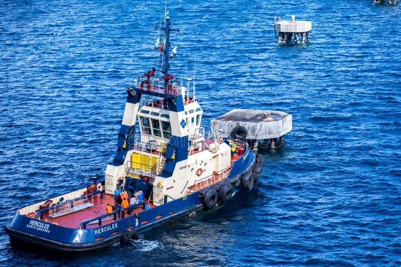 Barco de funcionamiento en el Caribe imagenes de archivo