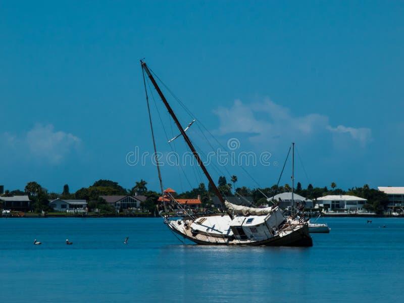 Barco de hundimiento foto de archivo libre de regalías