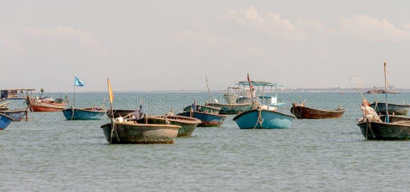 Barco de la cesta en Danang, playa Vietnam julio de 2016 del sur fotos de archivo libres de regalías