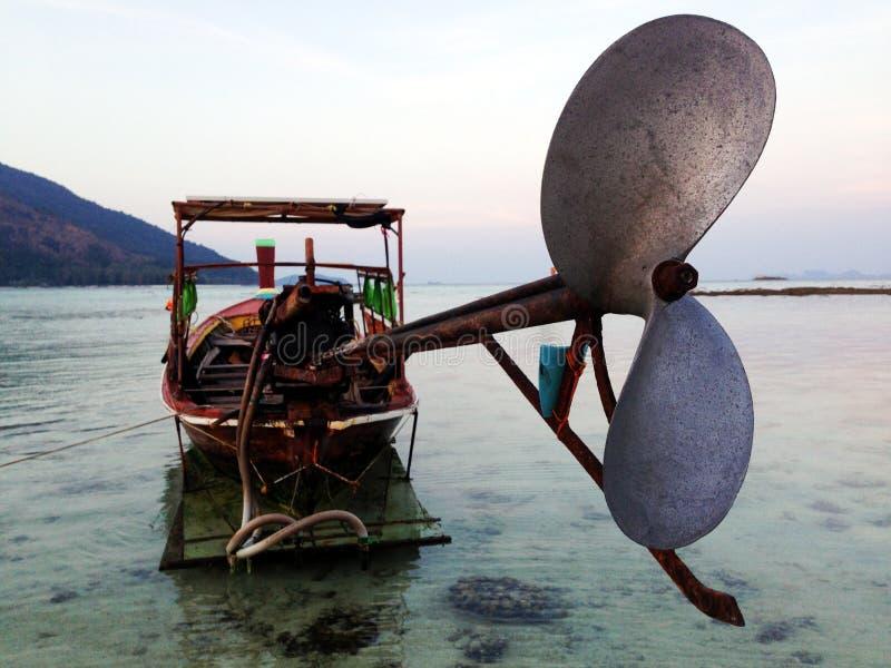 Barco de la cola larga fotografía de archivo
