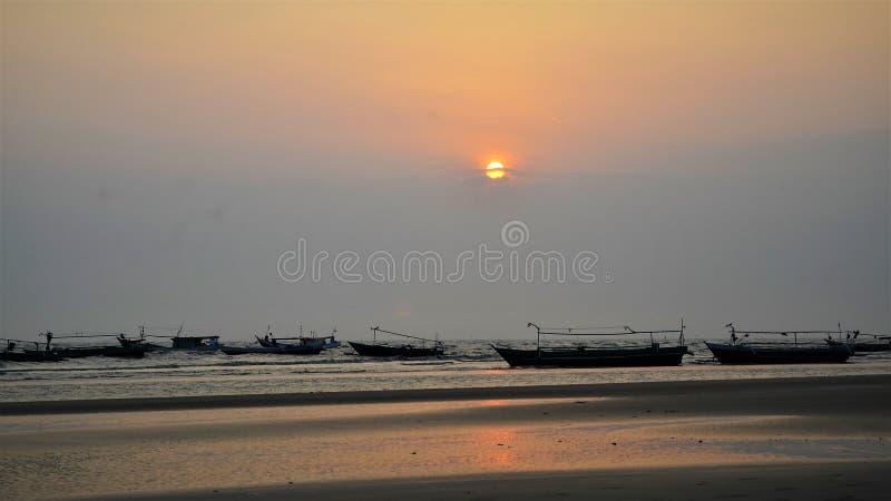 Barco 01 de la puesta del sol fotos de archivo